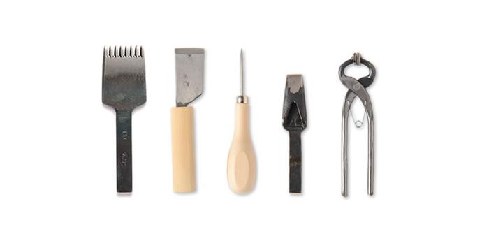 革の基礎知識コラム『道具の購入は親切なお店で - まだまだある!革道具』を公開しました。